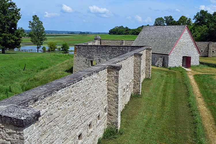 800px-Fort_de_Chartres,_a_view_of_the_fort_wall_and_powder_magazine