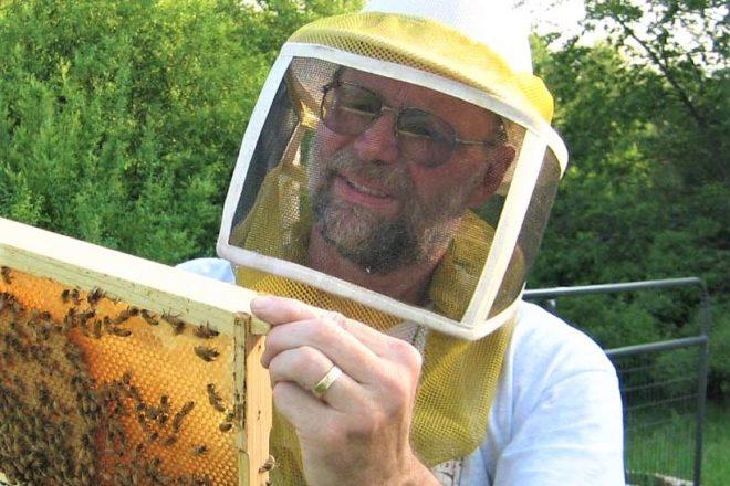 photo_KrengelL_MS_beekeeping